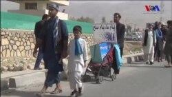 Annesini Savaşta Kaybeden Afgan Çocuk Barış İçin Yürüyor