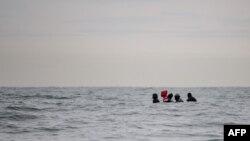 英法共同簽訂協議阻止非法移民橫渡英吉利海峽。