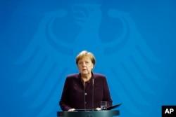 Kanselir Jerman Angela Merkel menyampaikan pernyataan terkait penembakan di pusat kota Hanau, Jerman, 20 Februari 2020.
