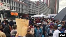 Protesta de profesores en el centro de Caracas se encontró con presencia policial. Noviembre 18, 2020. [Foto: Álvaro Algarra/VOA].