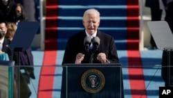 Presiden AS Joe Biden berpidato pada upacara pelantikannya di Gedung Capitol, Washington DC, Rabu (20/1).