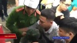 Dân biểu tình bị giải tán trong ngày Quốc hội khai mạc