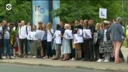 Журналисты в Риге устроили пикет в поддержку Ивана Голунова