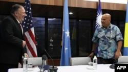 Ngoại trưởng Mỹ Mike Pompeo và Tổng thống Micronesia David Panuelo tại cuộc họp báo chung ở Kolonia, 5/8/2019