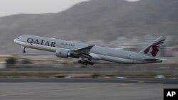 យន្តហោះរបស់ក្រុមហ៊ុនអាកាសចរណ៍ Qatar Airways មួយគ្រឿងដែលដឹកជនបរទេស បានហោះចេញពីអាកាសយានដ្ឋានក្នុងទីក្រុងកាប៊ុល ប្រទេសអាហ្វហ្គានីស្ថាន កាលពីថ្ងៃទី៩ ខែកញ្ញា ឆ្នាំ ២០២១។