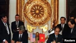 Vào ngày 7/4/1997, Bộ trưởng Bộ Tài chính Việt Nam Nguyễn Sinh Hùng và Bộ trưởng Tài chính Mỹ Robert Rubin ký thỏa thuận tại Hà Nội về việc Việt Nam trả lại khoản nợ 145 triệu đôla của chính quyền Việt Nam Cộng hòa.
