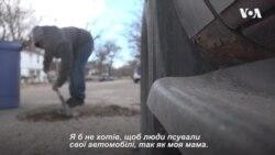 Підлітку у США набридли ями на дорогах. Ось, що він зробив. Відео