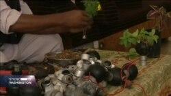Palestinac kontejnere suzavaca pretvara su saksije za cvijeće i tespihe