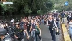 Venezuela'da Öğrenciler Sokaktaydı