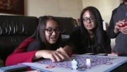 หนูน้อยนักเขียนโปรแกรมคอมพิวเตอร์สร้างเกมเพื่อสอนเด็กคนอื่นๆ ให้รู้จักการเขียนรหัส