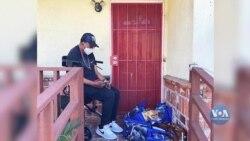 У Лос-Анджелесі волонтери закуповують продукти для вразливої до вірусу частини населення. Відео