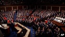 Predsjednik SAD Donald Trump tokom govora o stanju nacije na zajedničkoj sjednici Kongresa, na Kapitol Hilu u Vašingtonu, 4. februara 2020. (Foto: AP/J. Scott Applewhite)