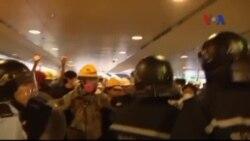 Biểu tình ở Hong Kong khiến chính quyền đóng cửa