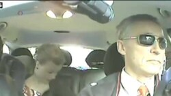 "挪威首相乔扮""的哥""与选民交流"