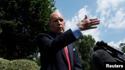 白宫首席经济顾问库德洛6月27日对记者发表讲话。