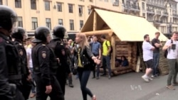 Russian Police Detain Hundreds at Corruption Protest on National Day