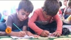 شام میں پناہ گزین بچوں کے خیمہ اسکول