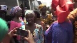 Les 82 lycéennes de Chibok libérées rejoignent un centre éducatif (vidéo)