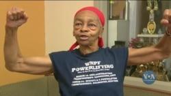 У штаті Нью-Йорк 82-річна бабця відправила грабіжника у нокаут. Відео