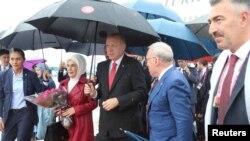 Президент Турции Реджеп Тайип Эрдоган с супругой Эмине (в центре). Осака, Япония. 27 июня 2019 г.