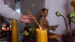 Few Cambodians Visit Pagoda During Khmer New Year Amid Coronavirus Pandemic