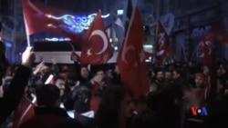 2017-03-12 美國之音視頻新聞: 荷蘭防暴警察與土耳其支持者在鹿特丹發生衝突 (粵語)