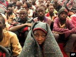 Kikundi cha wanafunzi waliokuwa wameachiliwa Disemba. 18, 2020 wakiwa mji wa Katsina, Nigeria.
