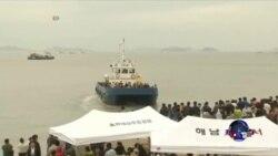 韩国总统朴槿惠视察渡轮沉船现场