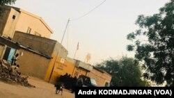Le siège du parti UNDR de l'opposant Saleh Kebzabo investi par les éléments du GMIP (groupement mobile d'intervention de la police), le 31 octobre 2020. Le 28 février 2021, une tentative d'interpellation a viré au drame au domicile d'un autre opposant, Yaya Dillo Djerou.