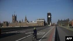 Li ser pira Westminster karekerek, London (Nîsan 9, 2020)