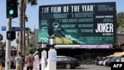 Papan reklame di West Hollywood, California menampilkan promosi film 'Joker', 3 Oktober 2019. (Foto: dok).