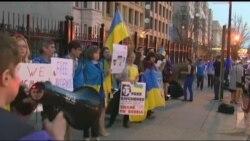 До резиденції посла РФ у Вашингтоні прийшли українці, вимагали звільнити Савченко. Відео