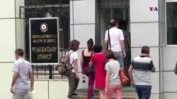 Bir qrup jurnalist Mehman Hüseynovun anası ilə görüşə buraxılmasını xahiş edib