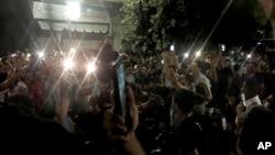 Waandamanaji wakipaza sauti kupinga hali ngumu ya maisha chini ya utawala wa Rais Abdel Fattah al Sisi, Cairo, Misri, Sept. 21, 2019.