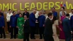 Putin, Trump bắt tay xã giao tại thượng đỉnh APEC