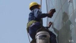 Economic Slump Leaves Tough Choices for Shanghai Job Seekers