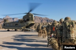 U.S. soldiers attached to the 101st Resolute Support Sustainment Brigade, Iowa National Guard and 10th Mountain, 2-14 Infantry Battalion, load onto a Chinook helicopter to head out on a mission in Afghanistan, Jan. 15, 2019. (Credit: U.S. Army)