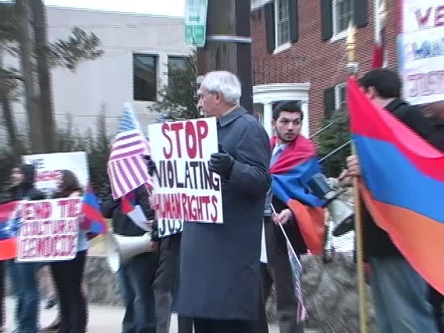 Բողոքի ցույց Վաշինգտոնի ադրբեջանական դեսպանատան առջեւ