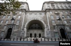 资料照片:英国军情五处位于伦敦的总部大楼(2015年10月22日)