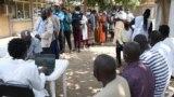 Жители столицы Кении - Найроби стоят в очереди на вакцинацию. Август 2021г.