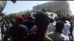 La police disperse la manifestation de Wade à Dakar (video)