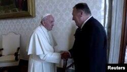 پاپ فرانسیس و مایک پمپئو