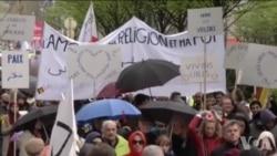 布鲁塞尔民众举行反极端主义游行示威