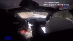 Hai tay đua xe suýt đâm vào hươu với vận tốc 174km/giờ