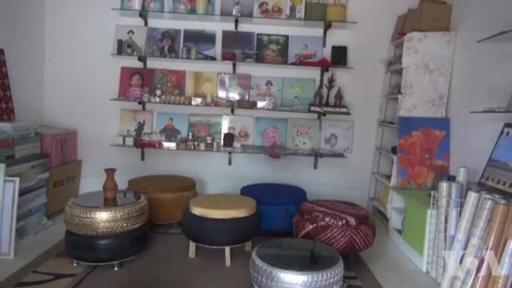En haut Les déchets transformés en meubles en Guinée #AW_55