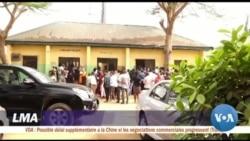 Des électeurs en attente de leur carte à quelques jours des électiosn au Nigeria