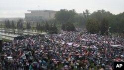 6일 벨라루스 수도 민스크에서 알렉산드르 루카셴코 대통령의 퇴진을 요구하는 대규모 시위가 벌어졌다.