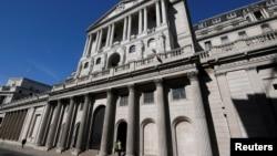 Kantor bank sentral Inggris, Bank of England, di London (foto: dok). Inflasi Inggris melonjak menjadi 3,2%, jauh di atas target Bank of England sebesar 2%.