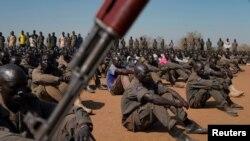 Abasirikare b'imihari yahoze irwana muri sudani y'epfo mu myimenyerezo i Gorom hanze y'i Juba.
