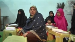 Pakistan Street Schools Open to Poor Kids and Parents